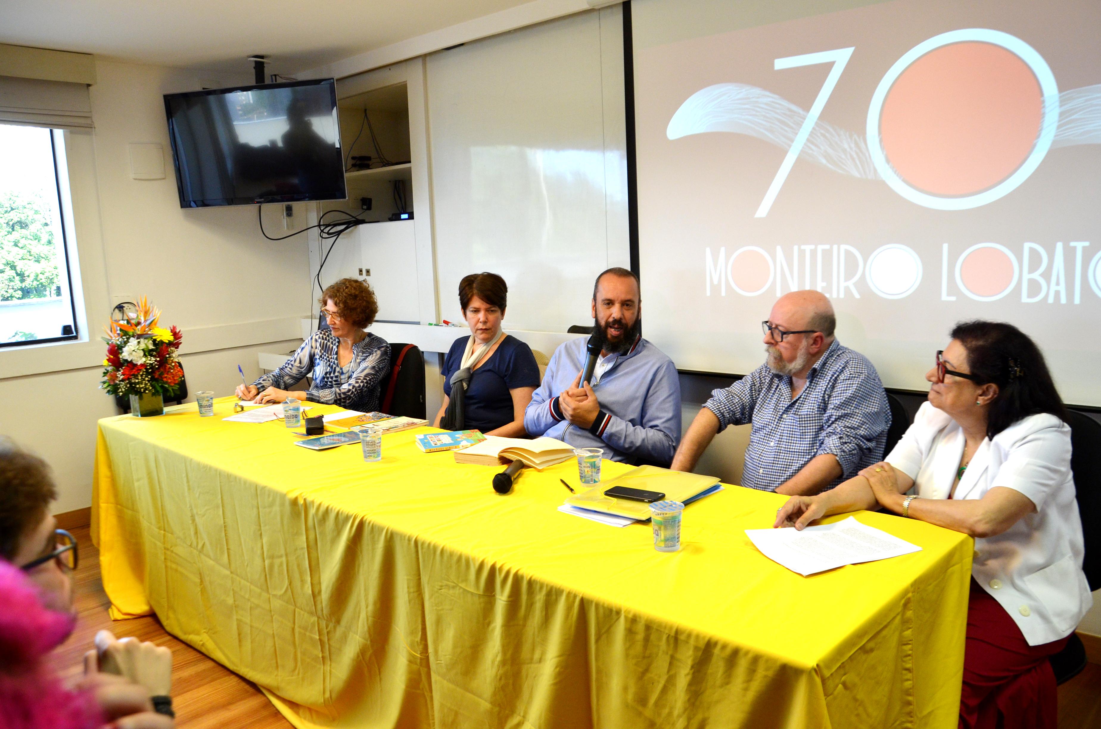 Mesa do Infanturas Monteiro LObato